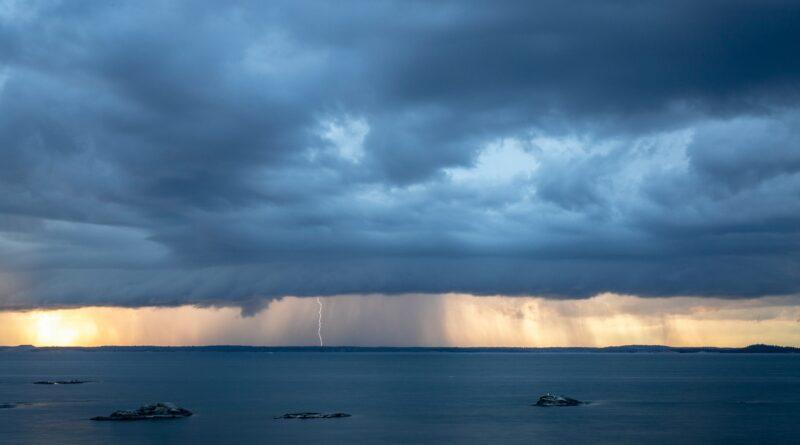 ocean thunderstorm scenery